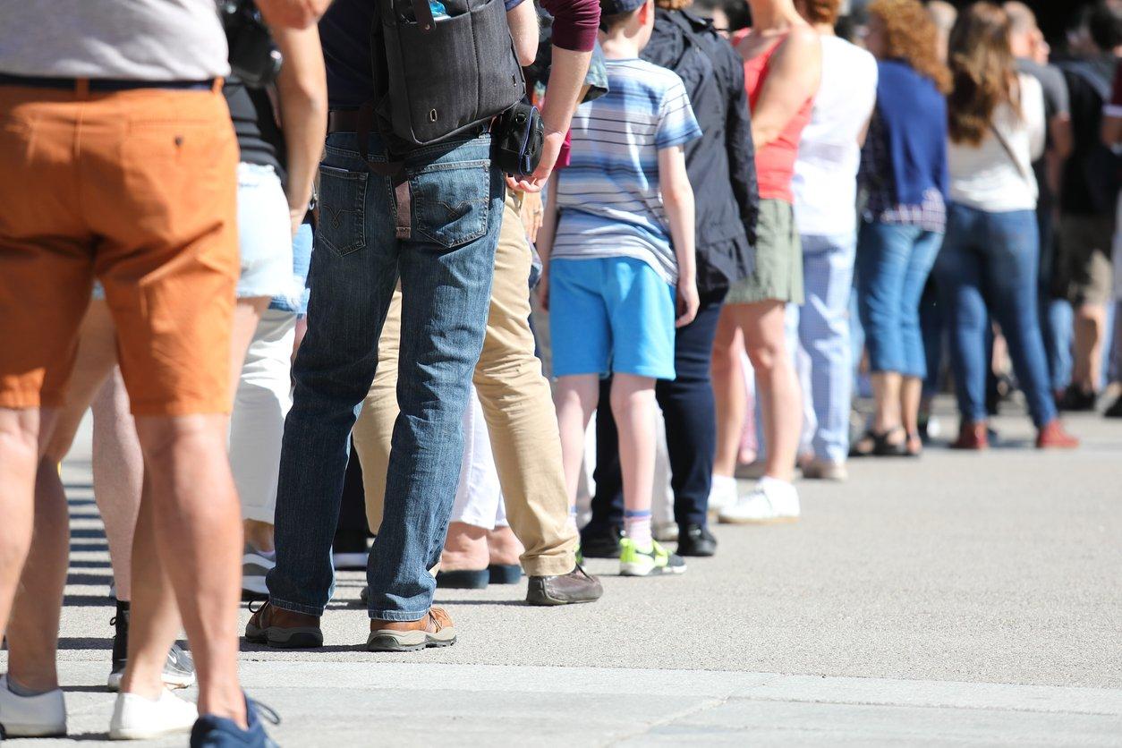 physical-discomfort-in-queue
