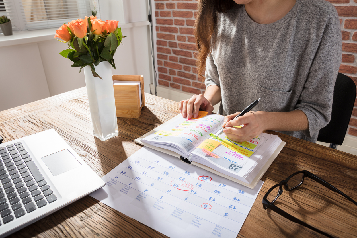 woman-scheduling-calendar-appointments
